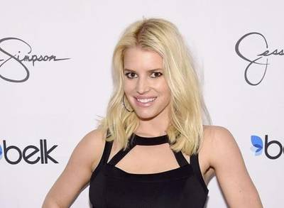 News video: Jessica Simpson Slips Into an LBD